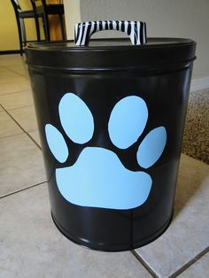 dog food storage out of old popcorn or trashcan depending on size