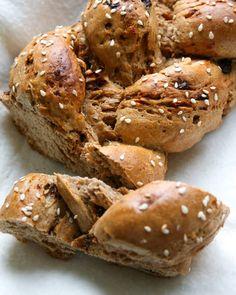 """503 To se mi líbí, 10 komentářů – Lucie Šindelířová (@zdrave_s_luckou) na Instagramu: """"Krásné ránko!☀️ Je tu zase pondělí a s ním i spoustu úkolů....😵 Ale nezoufejte, mám pro vás jeden…"""" Buckwheat, Crackers, Seeds, Bread, Food, Pretzels, Brot, Essen, Baking"""
