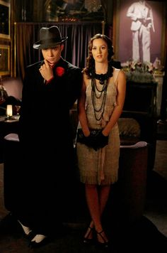 I don't think Eric Daman took the 1920s theme too litteral, it's kind of with-a-twist. Jenny's jumpsuit and Blair's black accessories and latex gloves are not very authentic but the overall effect is really good.