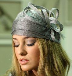 Original tocado casero en color gris perla