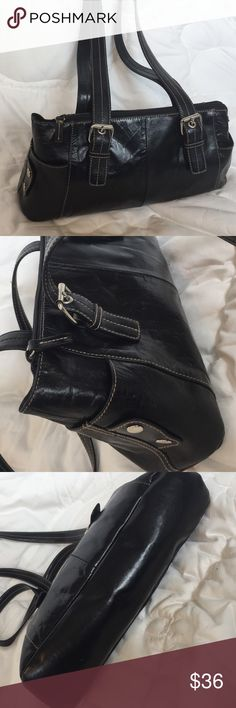Gianni Bernini handbag shoulder bag black leather Gianni Bernini black leather handbag or shoulder bag. Great detail. Buckles on handles and and snaps on end compartments. Inside has one zip closure pocket and two open pockets. Super cute. Classic. Measures 6.75x14 with bottom measuring 4. Handle drop 11.75. 🖤🖤🖤🖤 Giani Bernini Bags
