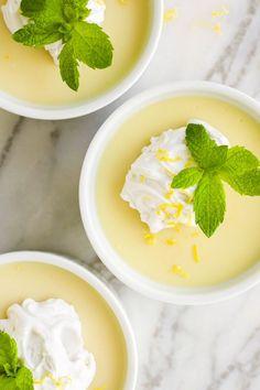 A creamy vegan lemon pudding that's 6 ingredients and takes less than 15 minutes to make. Makes the perfect easy dessert! Vegan Pudding, Caramel Pudding, Pudding Desserts, Dessert Recipes, Dairy Free Pudding, Green Desserts, Lemon Desserts, Verrines Vegan, Vegan Lemon Bars