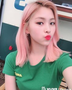 vlive x dispatch selca update with itzy Kpop Girl Groups, Korean Girl Groups, Kpop Girls, New Girl, K Pop, Pink Hair, Girl Crushes, Asian Girl, Rapper