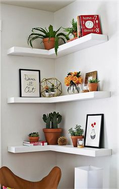 Let's craft this beautiful-looking wood pallets corner shelf for your home. This white color painted corner shelve not only seems neat and appealing but also a great plan to craft for storage as well as for the decoration purpose. This wood shelve is best to construct for the renovation of your room's wall.
