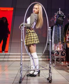 Dove Cameron is a hottie! Sexy Outfits, Girl Outfits, Cute Outfits, Dove Cameron Style, Disney Actresses, School Girl Outfit, Chloe Grace Moretz, Celebs, Celebrities