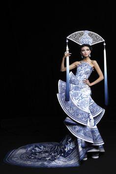 Guo Pei - Fall Winter 2010/2011 Ready-To-Wear - Shows - Vogue.it