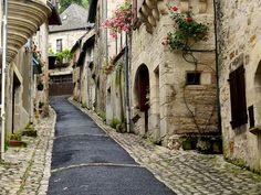À Turenne, il y a des rues qui montent… ~ In Turenne,there're narrow streets climbing up… | Flickr - Photo Sharing!