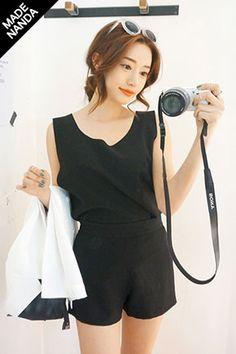 Today's Hot Pick :ラウンドカッティンングゆるタンクトップ http://fashionstylep.com/SFSELFAA0023292/stylenandajp/out