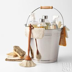 Easy Spring Cleaning Experts share best-practice tips and tried-and-true tricks that will help you breeze through spring cleaning tasks. Deep Cleaning, Cleaning Hacks, Cleaning Supplies, Cleaning Recipes, Cleaning Caddy, Cleaning Routines, Cleaning Schedules, Cleaning Products, Foto Website