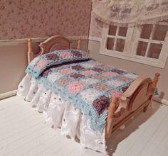White quilt bedspread crochet miniature scale by LasMInisdeMaini, €38.00