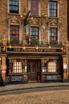 The Prospect Of Whitby, London, England Beautiful Buildings, Beautiful Places, Pub Design, Tee Shop, British Pub, Old Pub, London Pubs, Pub Crawl, Shop Fronts