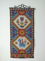 ヴィンテージ刺繍タペストリー 北欧の馬と古典模様
