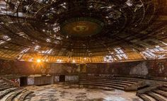 An abandoned congress center of the Bulgarian communist party (Photo: Jonk/Facebook)