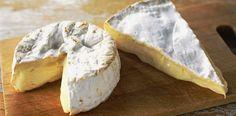 Mantenha seu paladar apurado: conheça as principais diferencias entre #brie e #camembert, os famosos #queijos franceses, além de dicas de harmonização com #vinhos e acompanhamentos.  #queijosfranceses #queijosimportados #gastronomia #queijosevinhos #lifestyle