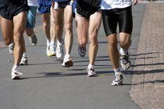 Plan saludable de entrenamiento para el corredor de maratones. Los maratones aumentaron su popularidad a principios del siglo XXI, aumentando el número de finalistas en Estados Unidos de 224.000 en 1990 a 507.000 en 2010, según el Informe Anual de Running USA.  Si bien el evento solía atraer sólo ...