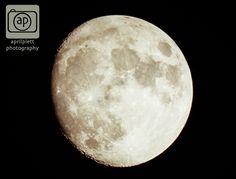 #moon #winnipeg #photography Moon over Winnipeg.