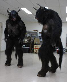 hoofedfursuits: Néhány csülkös film szörnyeteg ruhák. Pár a minotaurusz a filmből Az oroszlán, a boszorkány és a ruhásszekrény (2005). Minotaurusz a komédia felség (2011) és végül műsorvezető 2 (2013), az összes kép a blog Monsters & amp; Farkasember
