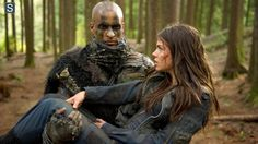 The 100 - Ricky Whittle as Lincoln and Marie Avgeropoulos as Octavia #1.6