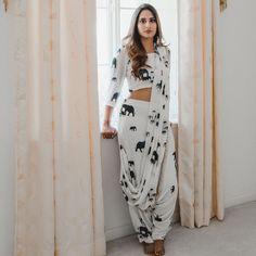 Top 9 Dussehra Outfits Inspirations That Are Trending in 2019 - dhoti saree Dhoti Saree, Indian Salwar Kameez, Lehenga, Anarkali, Ikkat Saree, Saree Dress, Indian Designer Outfits, Indian Outfits, Designer Dresses