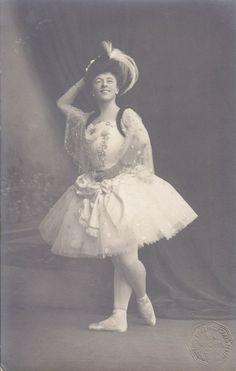 Olga Preobrajenska (Raymonda?) in the ballet «Raymonda». Music by Alexander Glazunov. The first staging of the ballet by Marius Petipa. Mariinsky Theatre.