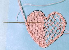 Learn needle lace - make a heart in this introductory tutorial - Pinpictures Hardanger Embroidery, Paper Embroidery, Needle Lace, Bobbin Lace, Crochet Doily Patterns, Crochet Doilies, Bruges Lace, Romanian Lace, Russian Crochet