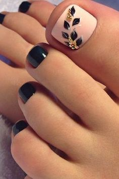 Pretty Toe Nail Designs for Your Beach Vacation Pretty Toe Nails, Cute Toe Nails, Fancy Nails, Toe Nail Art, Black Toe Nails, Pretty Toes, Toe Nail Polish, Pink Toe Nails, Pretty Pedicures
