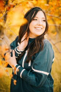 I love Utah during the fall months. The canyon offers such beautiful golden leaves and it makes for the perfect backdrop for any photo session. I loved running around with this cute girl for her senior portraits. With this year being so weird, seniors should still be able to enjoy a little bit of normalcy with a senior picture session! #utahseniorphotographer #utahphotographer #seniorportraits #warmportraits #warmphotographystyle #seniorportraitoutfitideas #fallportraitsession… Family Photography Colors, Maternity Photography Outdoors, Photography Mini Sessions, Family Photo Sessions, Family Posing, Photography Poses, Senior Portrait Outfits, Senior Portraits, Water Maternity Photos