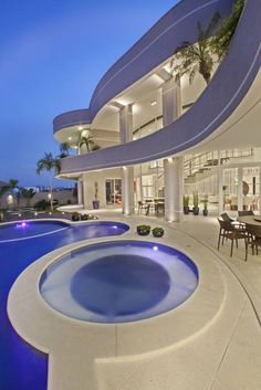 Luxurious architecture projects around the world for your inspiration. Dream House Exterior, Dream House Plans, My Dream Home, Dream Mansion, Hollywood Homes, Modern Mansion, House Goals, Modern House Design, Modern Architecture
