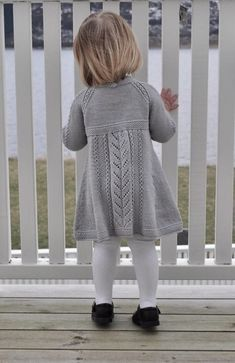 Ravelry: Soria Moria Kjole Pattern By We - Diy Crafts - Qoster Kids Knitting Patterns, Baby Sweater Patterns, Knit Baby Sweaters, Knitting For Kids, Girls Sweaters, Girls Knitted Dress, Knit Baby Dress, Vintage Knitting, Kids Outfits