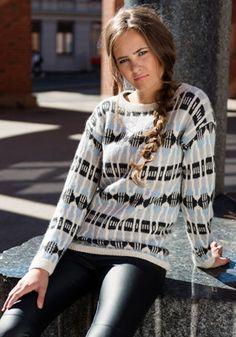 Genser med splitt i hals – Dale Garn Knitting Patterns Free, Free Knitting, Free Pattern, Modern Retro, Sweater Cardigan, Christmas Sweaters, Knit Crochet, Tie Dye, Cardigans