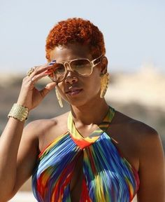 The elcetic Kelis looks offical with this short aurburn shade. #curlstyle @curlkit #curlycelebrity