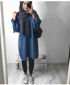 Unique and Creative Arabic Style: Oversized Sweater Hijab Style-Hijabi Street Styl … Modern Hijab Fashion, Street Hijab Fashion, Hijab Fashion Inspiration, Islamic Fashion, Muslim Fashion, Modest Fashion, Hijab Outfit, Hijab Casual, Hijab Chic