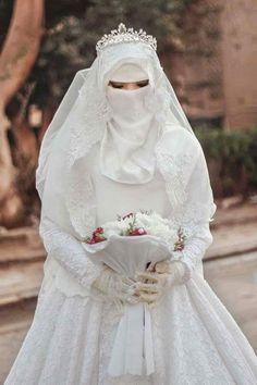 Arab weddings: mysterious and charming, full of interesting traditions. Muslimah Wedding Dress, Hijab Bride, Muslim Brides, Muslim Women, Muslim Couples, Hijabi Girl, Girl Hijab, Perfect Bride, Beautiful Bride
