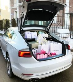 Vision Board Pictures For Luxurious Living Boujee Lifestyle, Wealthy Lifestyle, Luxury Lifestyle Fashion, Billionaire Lifestyle, Birthday Goals, Luxe Life, Rich Kids, Shopping Spree, Girls Dream