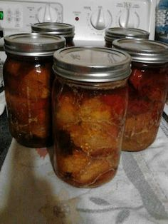 canning pork with apple juice - ohmygoodness! I am so going to do this, but will sub sweet potato butter for the apple butter. Canning Pressure Cooker, Pressure Canning Recipes, Canning 101, Home Canning, Canning Jars, Pressure Cooking, Canning Apples, Canning Vegetables, Veggies