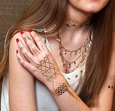 Sieraden tattoo, goud, zilver, metallic