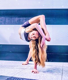 reaming ☾ ~ photo by Dance Flexibility Stretches, Gymnastics Flexibility, Gymnastics Poses, Gymnastics Videos, Flexibility Workout, Gymnastics Girls, Stretching, Dance Picture Poses, Dance Poses