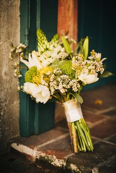 white and green wedding bouquet http://www.weddingchicks.com/2013/09/24/simple-and-classic-weddingimple-and-classic-wedding/