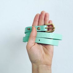 Like a misty Sunday stroll it's the little things that matter. We're featuring some pretty little things this week to make you smile  #prettylittlethings #leathergift #giftideas #leatherbelt #skinnybelt #mintgreen #carvlondon