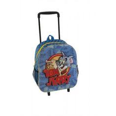 ΤΡΟΛΕΙ - ΣΑΚΙΔΙΟ TOM & JERRY ΣΕ ΜΠΛΕ ΧΡΩΜΑ Πρόκειται για μια υφασμάτινη τσάντα για το δημοτικό σχολείο, με θέμα τους Tom & Jerry από την εταιρία Graffiti. Αποτελείται από μια κύρια θήκη και δυο πλαϊνές, οι οποίες μπορούν να χρησιμοποιηθούν ως θήκη για παγούρι. Η τσάντα - τρόλεϊ έχει μπλε χρώμα με ανάγλυφα τρισδιάστατα σχέδια και αδιάβροχα-ανθεκτικά υλικά. Μπορεί να χρησιμοποιηθεί στην σχολική περίοδο είτε με τον μηχανισμό του τρόλεϊ, είτε φορεμένη στην πλάτη με ιμάντες που προσαρμόζονται…