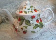 Pretty  Roy Kirkham Alpine strawberry large teapot