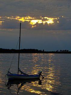 Ein einsames #Boot in einer #Bucht bei #Fehmarn