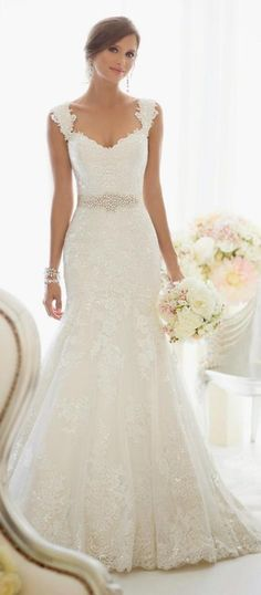 Starting the day in the pretties way possible with this stunning wedding gown