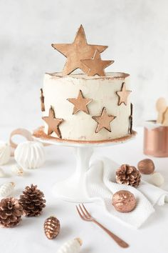 Make sure you check out each of the cake ideas below. And get inspired and get some great ideas for your Christmas cake decorating ideas. Christmas Cake Decorations, Christmas Desserts, Christmas Baking, Christmas Cookies, Beautiful Cakes, Amazing Cakes, New Year's Cake, Tiramisu Cake, Cute Cakes