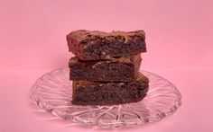 This simple fudgy brownie recipe requires only six ingredients and is a foolproof formula to a tender, chocolatey treat. Fudgy Brownie Recipe, Chocolate Chip Brownies, Fudgy Brownies, Brownie Recipes, Fun Baking Recipes, Dessert Recipes, Gluten Free Sweets, New Cooking, Unsweetened Cocoa