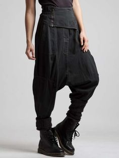 Discover thousands of images about Haremshosen Sarouel Pants, Trouser Pants, Harem Pants Outfit, Dark Fashion, Boho Fashion, Womens Fashion, Fashion Details, Fashion Clothes, Latest Fashion