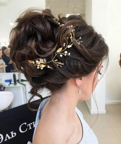 Wedding Hairstyles : ELSTILE messy wedding updo hairstyle – Deer Pearl Flowers / www. Easy Updo Hairstyles, Wedding Hairstyles For Long Hair, Wedding Hair And Makeup, Bride Hairstyles, Trendy Hairstyles, Bridal Hair, Hairstyle Ideas, Messy Wedding Updo, Mid Length Hair