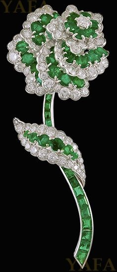 VAN CLEEF & ARPELS Diamond and Emerald Flower Brooch - Yafa Jewelry V