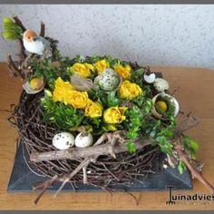 Afbeeldingsresultaat voor paasstukjes bloemschikken