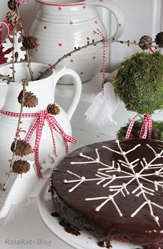 could put a snowflake like this on Ina's chocolate cake